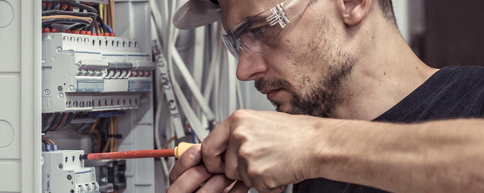 Etude De Marche Artisan Electricien les compétences d'un artisan électricien | guide artisan